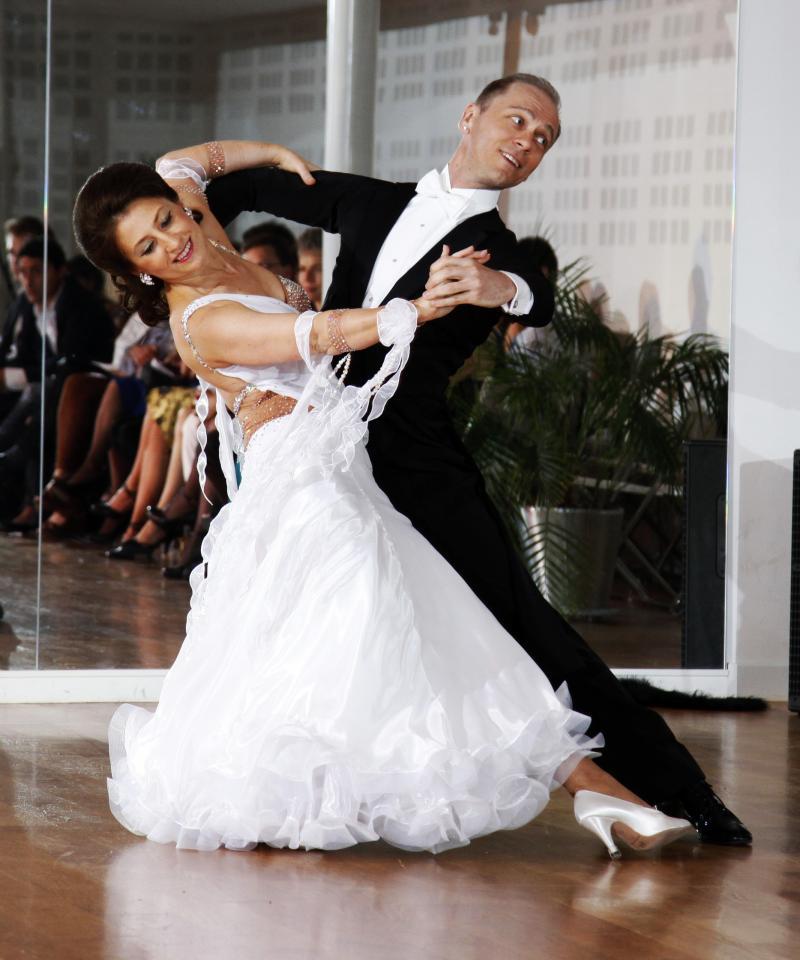 Au salon de danse paris 75015 danse de salon samba for Danse salon de provence